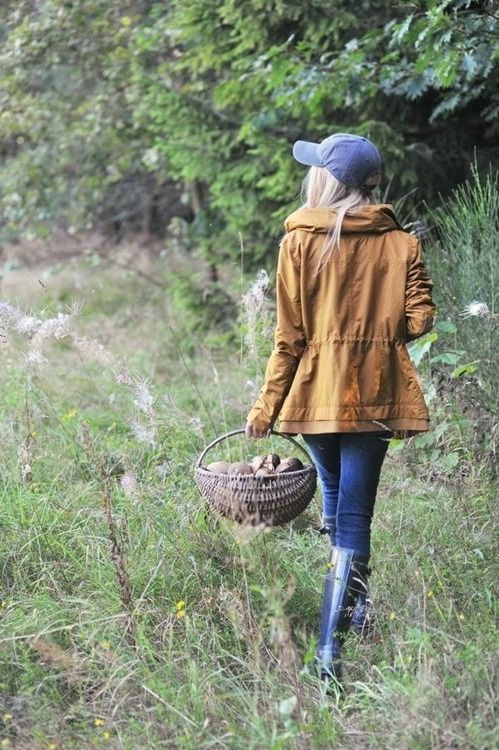 Foraging outfit...basket looks darling & is practical! Allows mushroom spores & loose plant seeds to fall back onto the ground... good environmental stewardship! This is definitely styled tho, ball caps fall off when bending over constantly. That's why foragers have to wear those dorky fishing hats with straps (need one of those, plus a waterproof backpack, berry harvesting purse contraption, thorn proof gloves, mesh aerated hiking boots, canvas pants, and a chain for both sunglasses and…