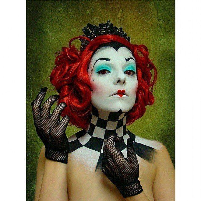 Die rote Königin: http://www.gofeminin.de/mode-beauty/album1127674/schminktipps-fur-karneval-halloween-0.html#p13