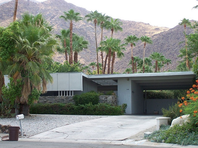 Palm Springs architecture by iandthompson, via Flickr