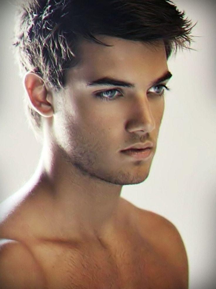 Blauen mit schöne augen männer Augenfarbe Bedeutung: