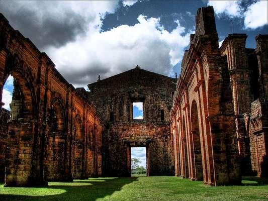 Ruínas de São Miguel ArcanjoSituado no Rio Grande do Sul, o sítio arqueológico de São Miguel das Missões Arcanjo tem ruínas jesuíticas construídas entre nos séculos 17 e 18 em território guarani