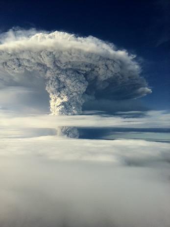Volcán en erupción en el sur de Chile