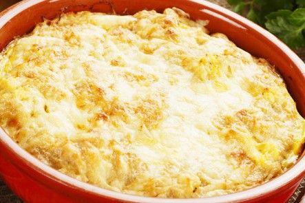 Il purè di patate gratinate al forno è una variante del classico purè resto ancora più goloso da un ripieno e da una superficie croccante. Ecco la ricetta