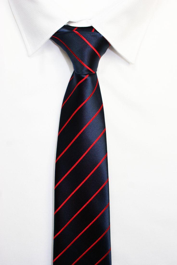 CORBATA RAYAS AZULES https://www.corbatasygemelos.es/corbata-rayas-fina/485-corbata-azul-marino-granate.html