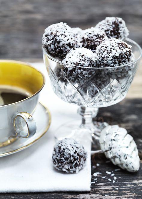 Få 3 opskrifter på gode havregrynskugler til jul. Her er både nemme havregrynskugler, havregrynskugler med kaffe og søde havregrynskugler med marcipan.