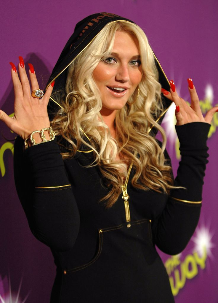 8 of the worst beauty and fashion trends ever (ahem, chunky highlights).
