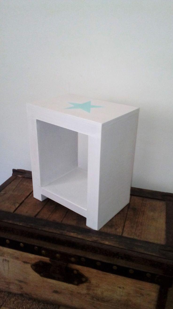 les 25 meilleures id es concernant table de chevet blanche sur pinterest lampe de chevet. Black Bedroom Furniture Sets. Home Design Ideas