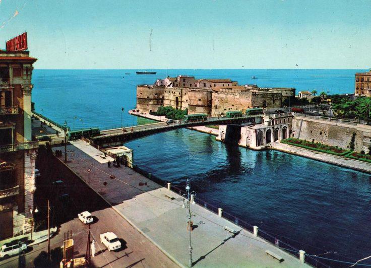 Taranto Castello Aragonese Cartolina viaggiata, 1976