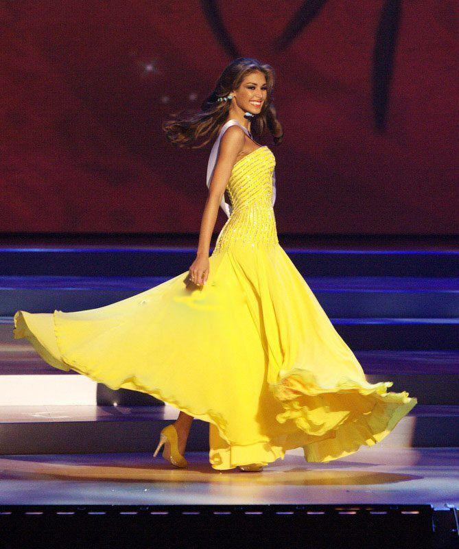 Dayana Mendoza Miss Venezuela en su Desfile en Traje de Gala, la Noche Final del Miss Universe 2008..