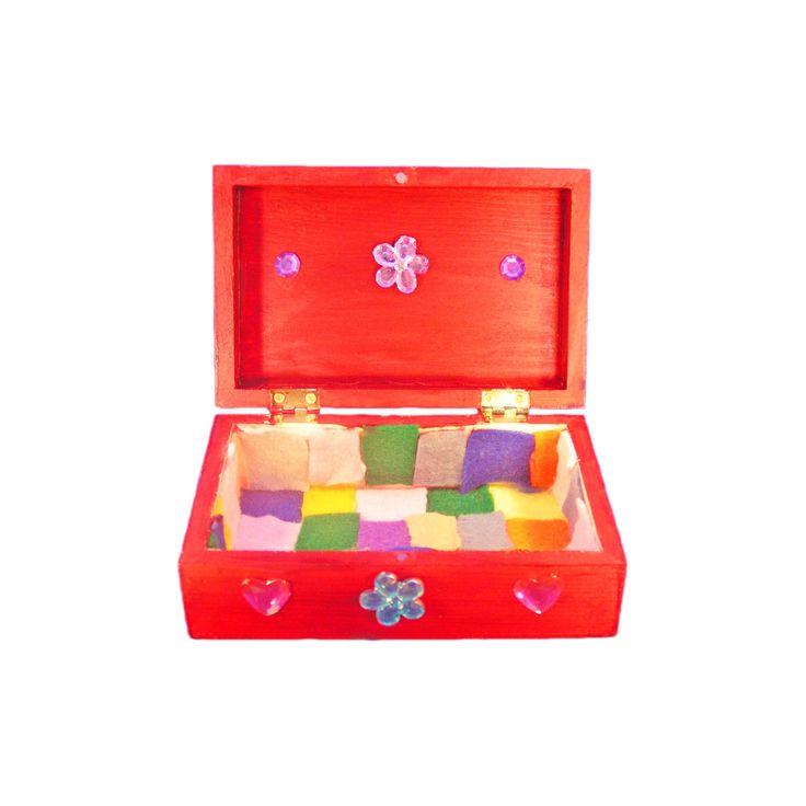 Maak op je prinsessenfeestje een mooi sieradendoosje met het knutselpakket sieradenkist. In het pakket vind je alle materialen om een mooi kistje te maken. Ook zit voor ieder kind een knutseldiploma bijgevoegd.