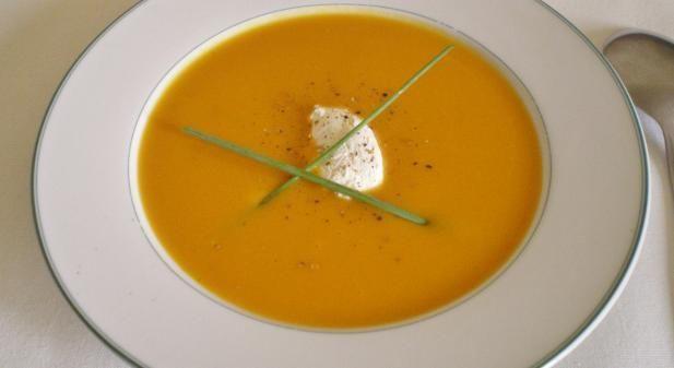 Κολοκυθόσουπα βελουτέ. Μια εύκολη συνταγή για μια βελουτέ κολοκυθόσουπα. Ένα νόστιμο και υγιεινό ορεκτικό το οποίο θα σας ενθουσιάσει με τη γεύση και την ε