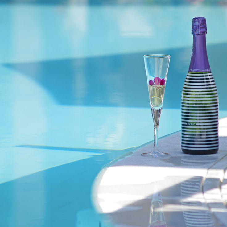 #summerescape #sparklingwine #sparkling #wine #bubbles #bythe pool #sparkling#moments