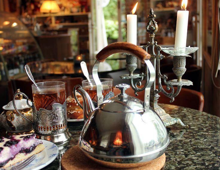 Sharing a pot of tea <3