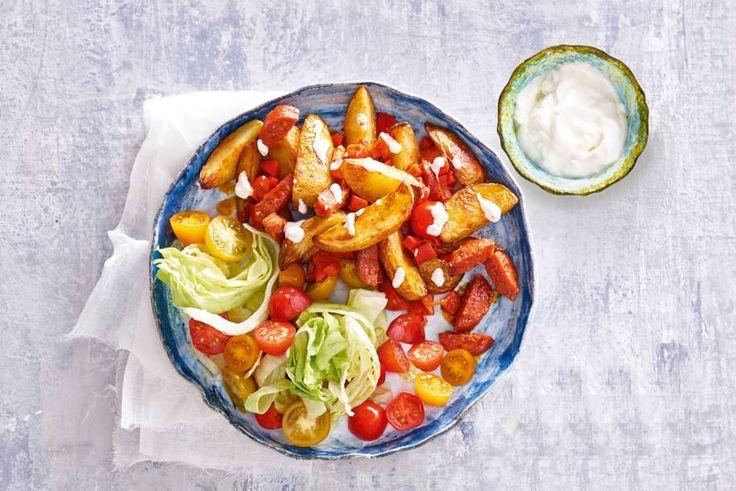 Ovenschotel op z'n Spaans met aardappeltjes, chorizo en een dressing van aïoli - Recept - Allerhande