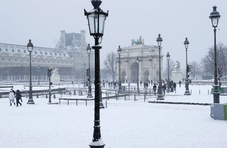 Louvre in winter. This photo is so pretty, that it almost breaks my heart :( :D