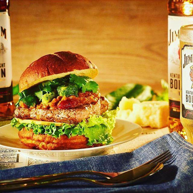 今日から8月! 大好きなお酒と食物繊維やビタミンなどの栄養たっぷりのウェンディーズ『アボカドパクチーバーガー』で8月も乗り切ろう!! #ファーストキッチン #ファーストキッチン部  #100%ビーフ #肉  #ビール #アボカド #バーボン #新鮮野菜 #チーズ #朝食 #晩御飯  #ランチ #お昼ごはん  #夕ご飯 #夜ごはん #夕食  #休憩 #テイクアウト #パクチー  #おいしい #ハンバーガー  #wendys  #dinner #lunch #breakfast #firstkitchen #beef  #Burger #gathering  #burgerlove