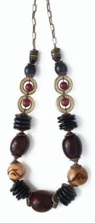 colar de sementes de coquinho marrom e preto em ouro velho colar sementes côco,coquinho  jarinú,ferragem bronze enfiação