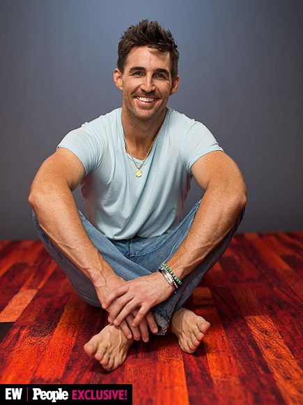 What Happens Inside a Country Photo Booth? This! | JAKE OWEN |
