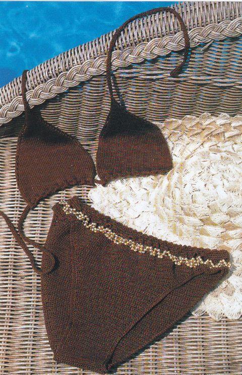 Pronta per la prova costume? Se ami i lavori a maglia e uncinetto non puoi rinunciare al costume da bagno a due pezzi di cotone decorato con perline.