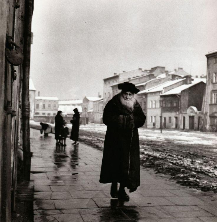 Roman Vishniac    A Talmudic scholar    Kraków, Poland, circa 1935-1939