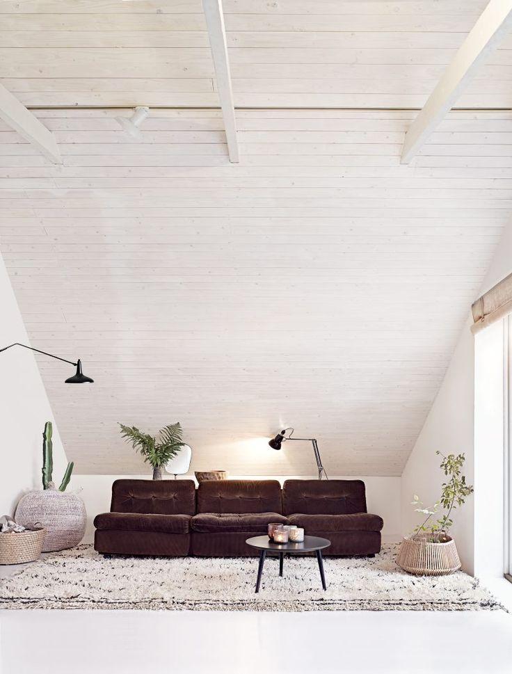 Inredningen i det underbara lilla tegelhuset i Höganäs skvallrar om Bill Nylanders liv i ständig rörelse, antingen på galna inköpsresor med exfrun eller på väg till nästa boende.