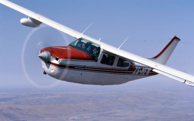 Cessna 210: my first retractable landing gear plane :)