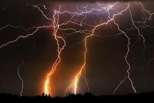 Lightning.: Thunderstorms, Lightning Strike, Lightning Bolt, Brain Storms, Cloud, Lights Show, Lightning Storms, Photo, Mothers Natural