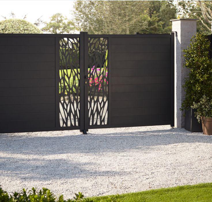 Un Portail A La Fois Decoratif Mais Qui Apporte Aussi A Votre Jardin Une Securite Supplementaire Adoptez Le Portail De La Portail Alu Portail Portail Maison