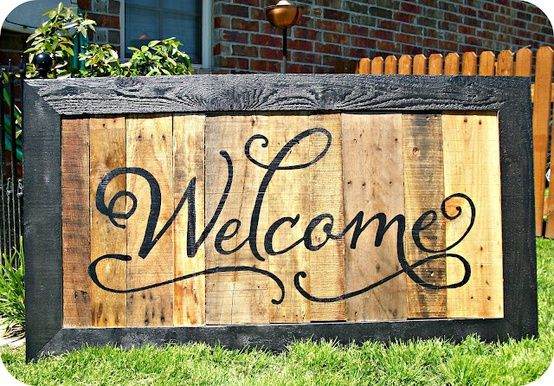 I have fallen in love with this one! Another PALLET SIGN! - this is beautiful.