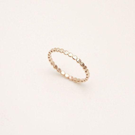 Hoi! Ik heb een geweldige listing gevonden op Etsy https://www.etsy.com/nl/listing/164644009/bead-band-in-14k-yellow-gold-wedding
