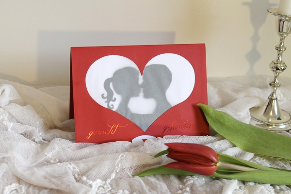 Movable wedding card with kissing couple, Coppenrath Verlag