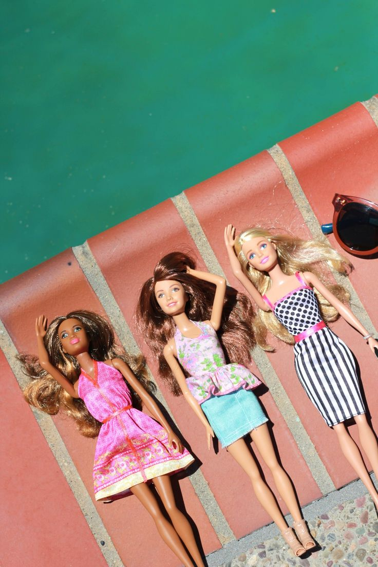 Barbie Fashionistas soak up the sun poolside with some of her best gal pals. [ad]