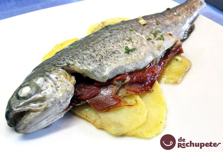 Receta con trucha, uno de los pescados más sabrosos del mercado. Trucha rellena al horno http://www.recetasderechupete.com/trucha-rellena-al-horno/14326/ #TaperRechupete