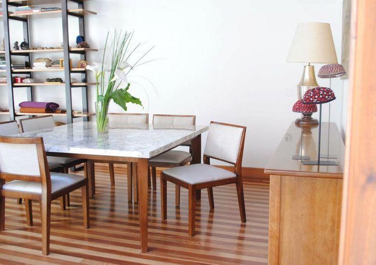 Mesa con tapa de marmol