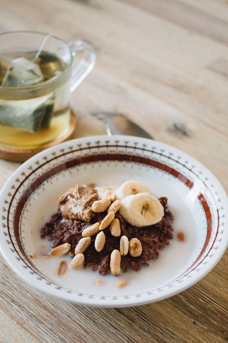 Havregrynsgröt med kakao, banan och salta jordnötter | Matildigt