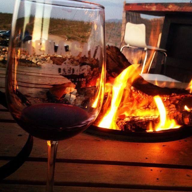 Una copa de vino, con buena compañía, al caer la tarde, puede ser posible en #ValleDeGuadalupe! Déjate maravillar por los tesoros que #Ensenada tiene para ti! Buena tarde amigos! Aventura por ivanretana