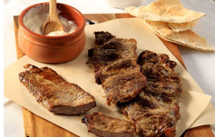 Ζουμερές μοσχαρίσιες μπριζόλες με γιαούρτι και πάπρικα - Συνταγές - Πιάτα ημέρας | γαστρονόμος