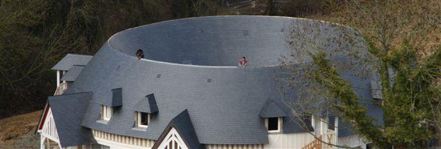 Ardoises CUPA sur les toitures gironnées de l'hôtel de luxe 'Les Manoirs de Tourgéville'   #ardoise #CUPA #toiture #architecture #design #hotel #Tourgeville
