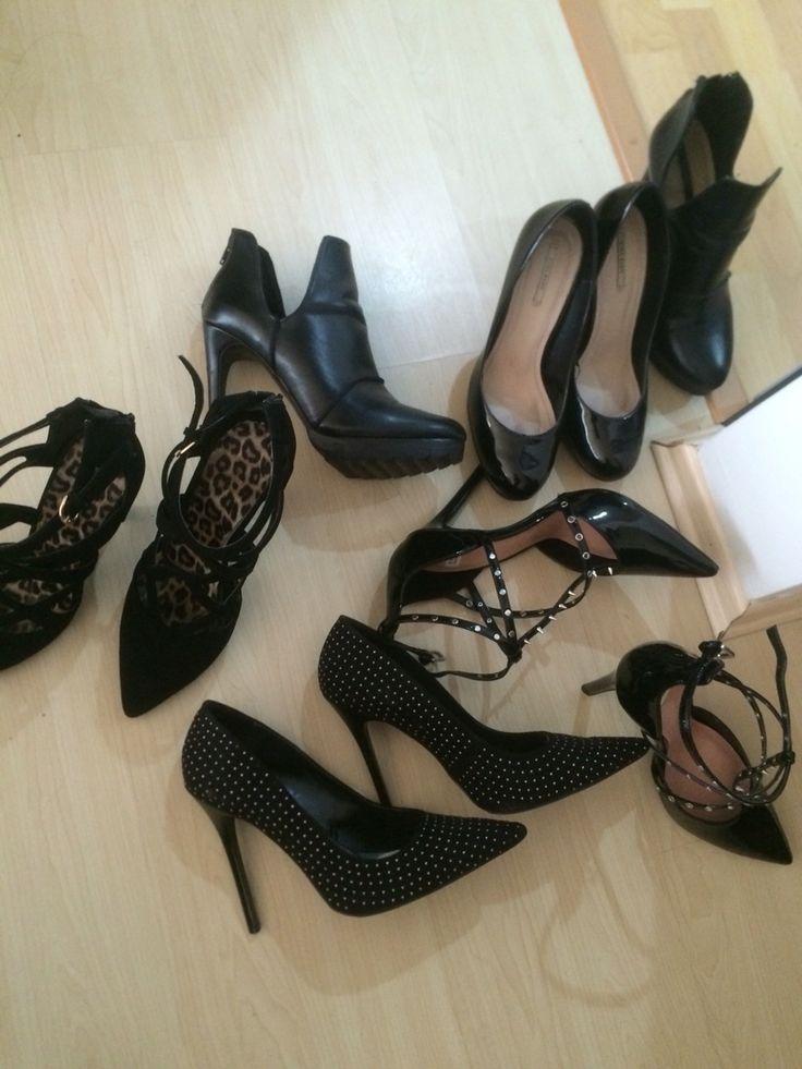Black shoes. #stilettos #heels