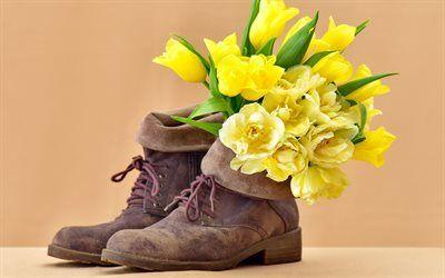 Scarica sfondi bouquet, tulipani gialli, scarpe di camoscio