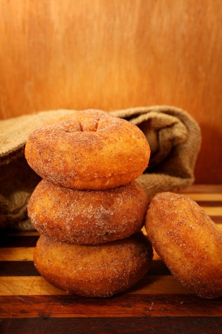 Ντόνατς με κανέλα και ζάχαρη