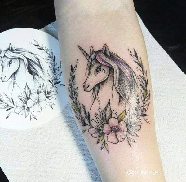 Tatouage femme Licorne Aquarelle sur Bras