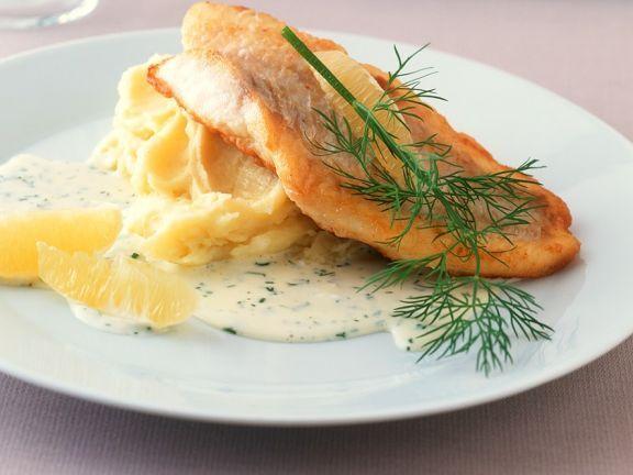 Rotbarsch mit Dillsauce ist ein Rezept mit frischen Zutaten aus der Kategorie Meerwasserfisch. Probieren Sie dieses und weitere Rezepte von EAT SMARTER!