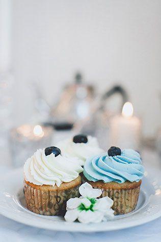 Воздушное утро невесты в голубых тонах, пирожное