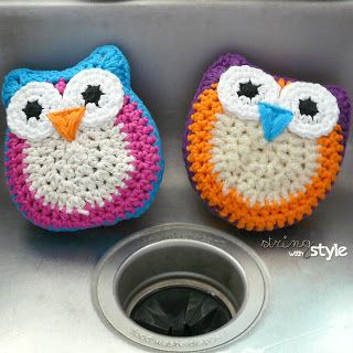 String With Style: Owl Dish Scrubbie - free crochet pattern - uses worsted weight yarn - easy to make, easy to clean, just throw them into the washer!