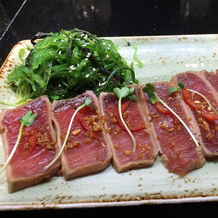 #onthego Tuna Tataki _____________________________________________ Ahi Tuna Seared Rare topped with a garlic chip daikon sprouts jalapeño and ponzu sauce. With a side of seaweed. _____________________________________________ Place: PF Changs Location: DTW Rating:  _____________________________________________ #raw #pfchangs #tuna #tataki #tunatataki #seaweed #chopsticks #chopstick #asian #airport #traveling #sushimi #sushibar #sushitime #sushilover #tartar #tunatartar #healthy #fresh…
