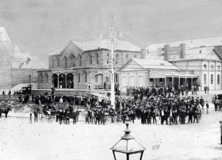 The old Supreme Court building, on the north-west corner of Latrobe and Russell Streets, Melbourne. Constructed in 1842, it housed the Supreme Court of New South Wales for the District of Port Phillip until 1852. Trail of Frederick Deeming 1892. #twistedhistory #melbournemurdertours #murder #crime #convict