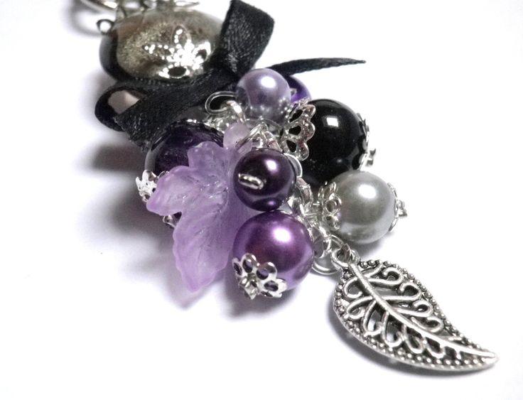 Bijou de sac / Porte-clés Thème Nature Perle de verre et grappe de perles dans les tons noir et violet : Porte clés par milaekem-bijoux