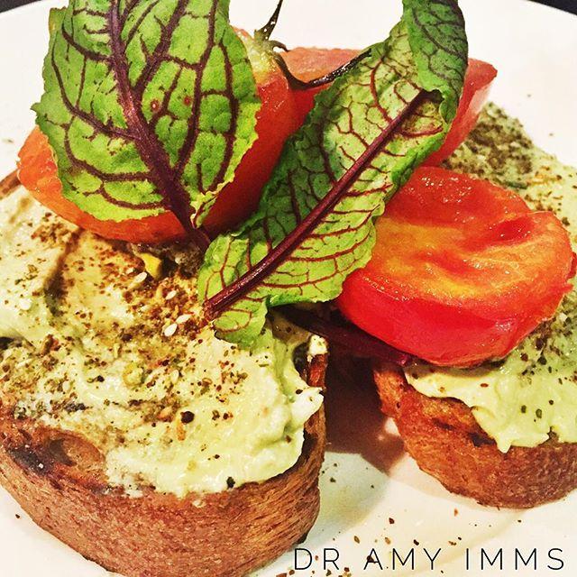 Day 26 - breakfast - toast with spiced guacamole & roasted tomatoes #30dayfoodchallenge #plantbased #wholefoods #plantbasedwholefoods