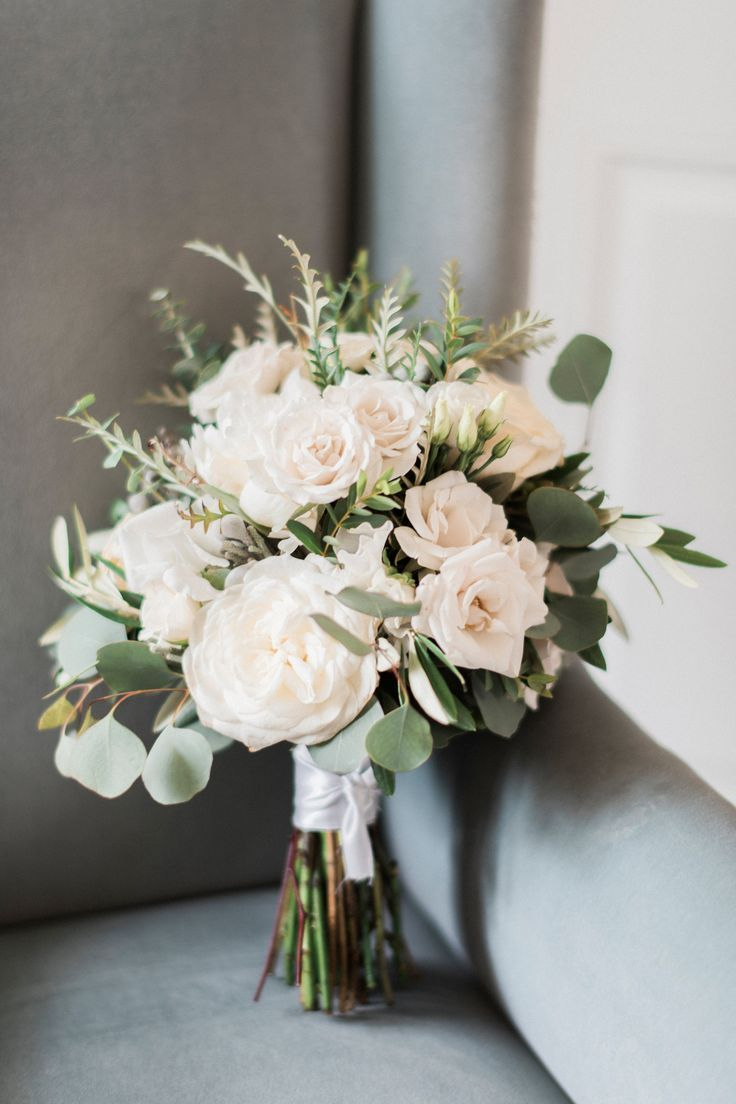 Elegante cremefarbene und weiße Hochzeitsblumen   – Brautstrauss